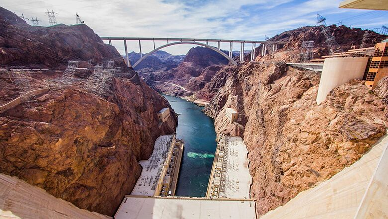 Take A Hoover Dam And Lake Mead Tour Only A 40 Minute Drive From Vegas
