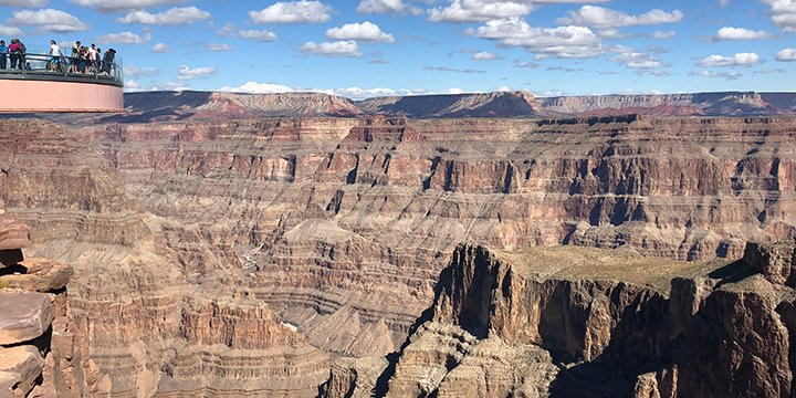 West Rim tours take you to see the Grand Canyon Skywalk