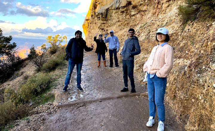 Grand Canyon tour group travels from Las Vegas to Grand Canyon tours